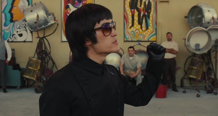 "Mike Moh jako Bruce Lee w filmie  ""Pewnego razu... w Hollywood"""