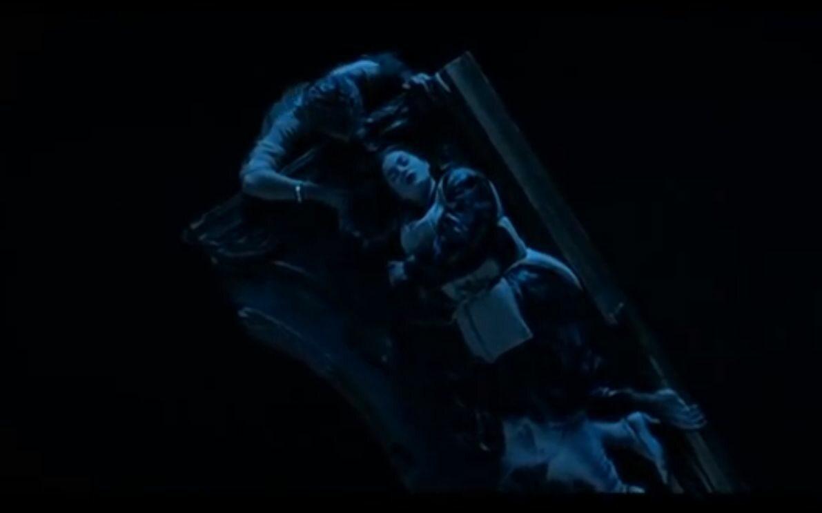 """Kultowa scena z """"Titanica"""" od lat nurtuje fanów. Czy Jack musiał zginąć?"""