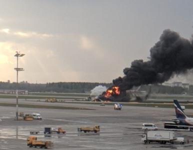 Moskwa. Pożar samolotu na lotnisku. Przerażające nagranie z wnętrza maszyny