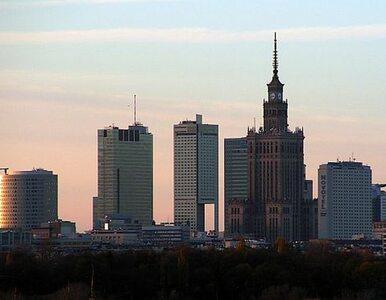 Fekalia zalewają ulicę w Warszawie. Wodociągowcy przepraszają