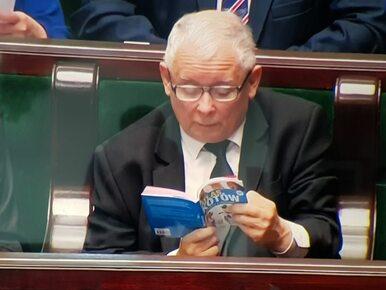 Prezes PiS przyłapany w książką w Sejmie. Wybór lektury nie powinien...