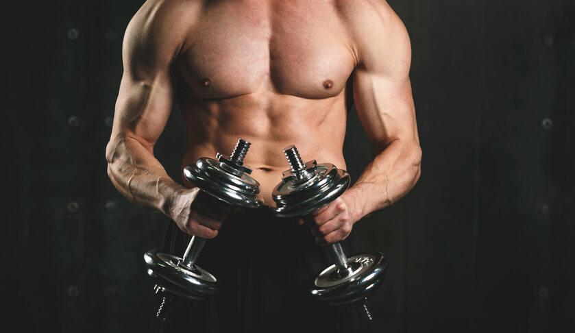 Mężczyzna w trakcie treningu