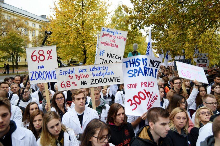 Demonstracja lekarzy pod KPRM