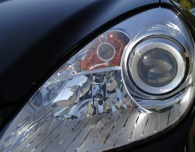 Tajemniczy polski mercedes na parkingu PE