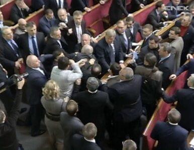 Bójka w ukraińskim parlamencie. Przyjęto antywolnościową ustawę
