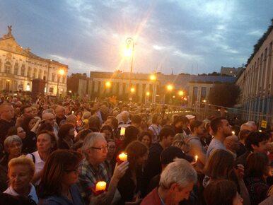 """Manifestacje przed Sądem Najwyższym i sądami w Polsce. Zapłonął """"Łańcuch..."""
