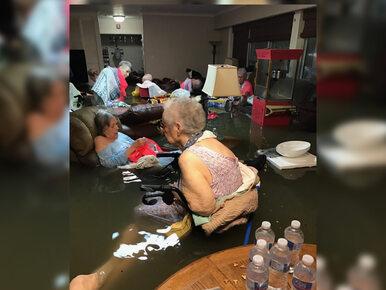 To zdjęcie stało się symbolem tragedii w Teksasie. Staruszkowie znaleźli...