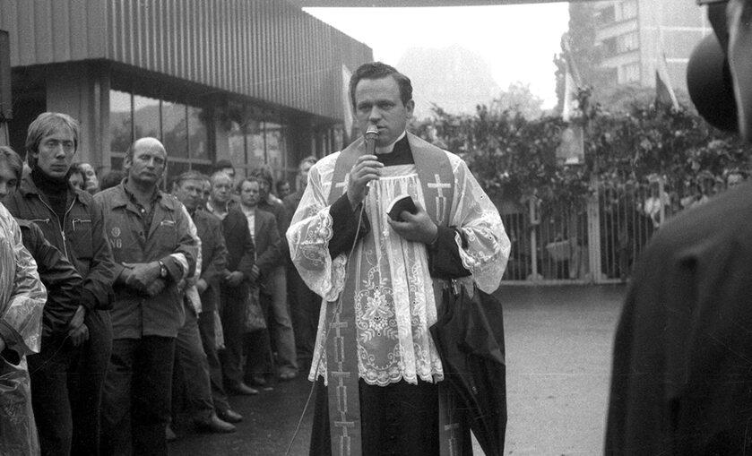 Ks. Jankowski w Stoczni Gdańskiej, sierpień 1980