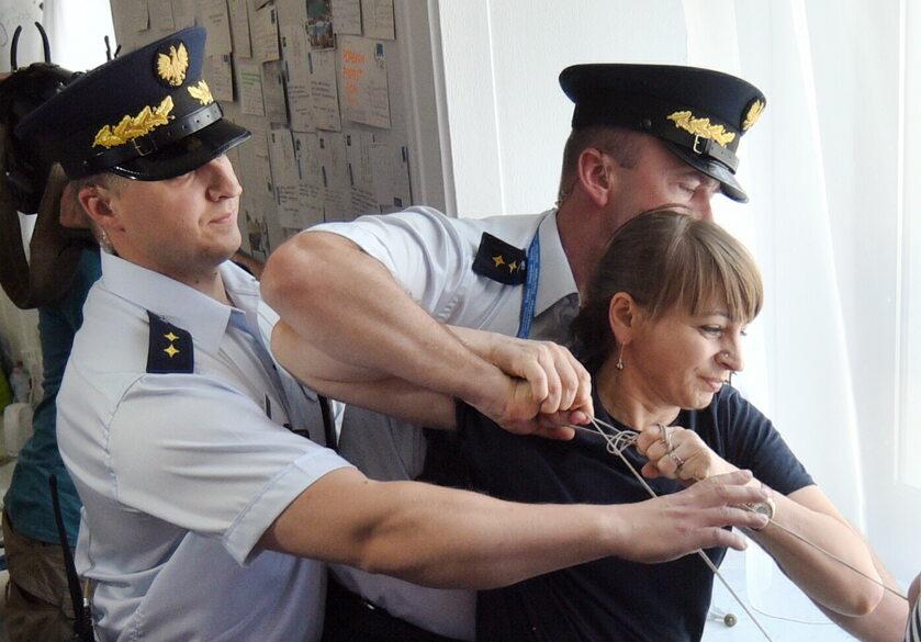 Przepychanki między protestującymi i Strażą Marszałkowską