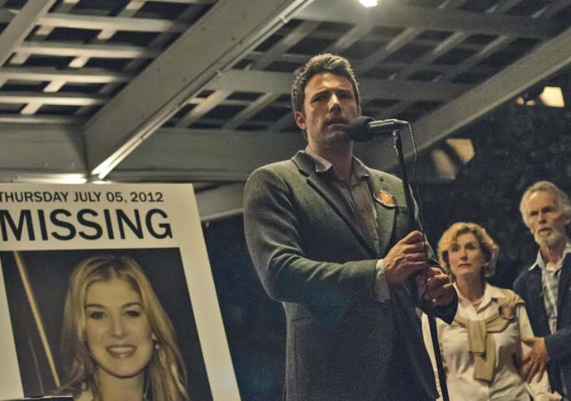 """Pytanie o film """"Zaginiona dziewczyna"""". W którą rocznicę ślubu znika w niewyjaśnionych okolicznościach Amy, żona Nicka?"""