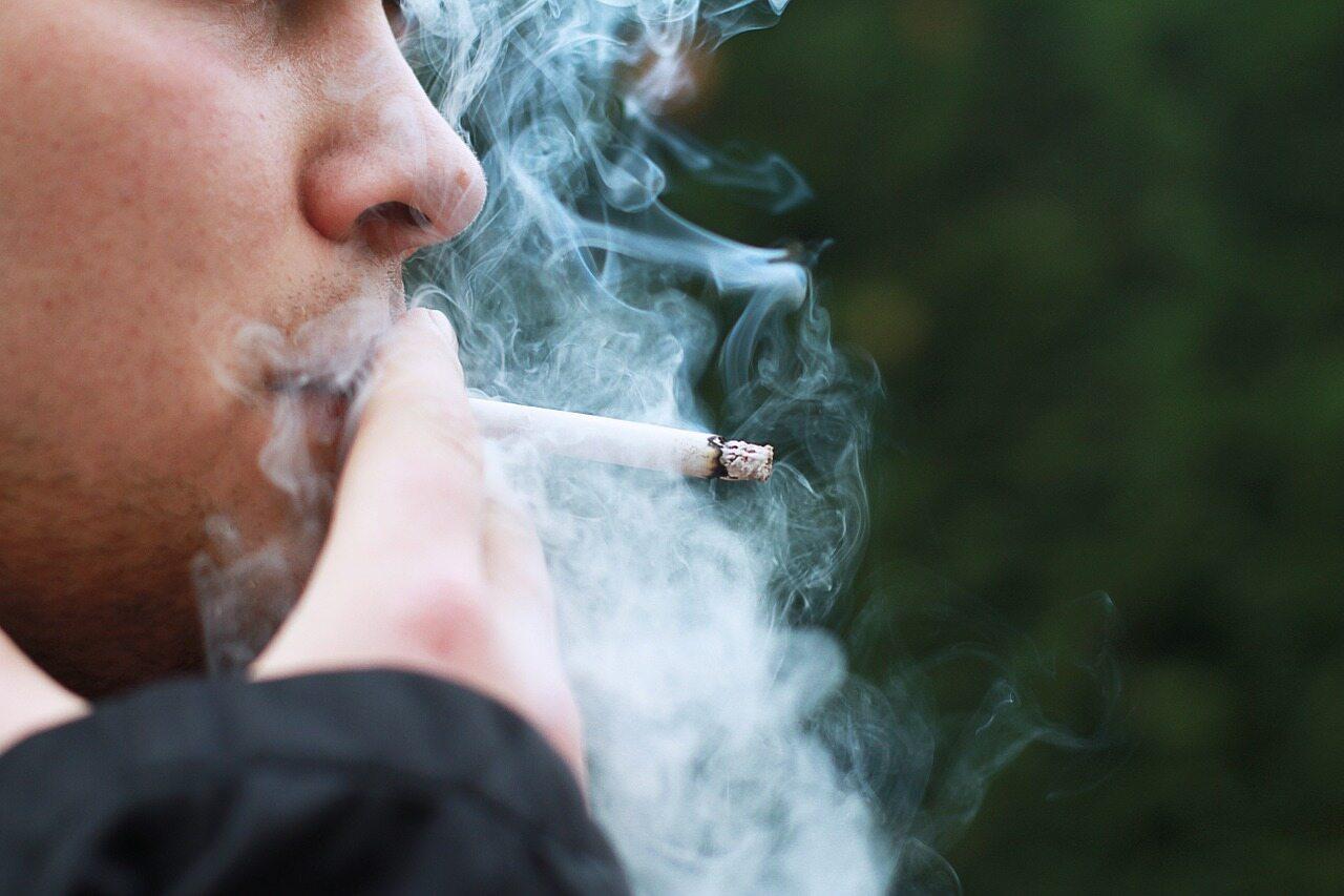 Palenie papierosów, zdjęcie ilustracyjne