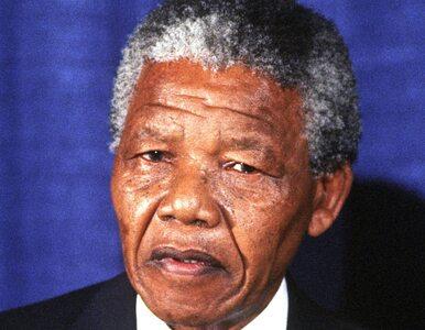 Mandela w stanie krytycznym przewieziony do domu