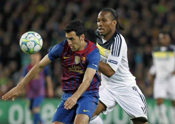 Bohaterem pierwszego meczu był Didier Drogba - napastnik Chelsea w rewanżu też bardzo starał się zdobyć bramkę (fot. EPA/ANDREU DALMAU/PAP)