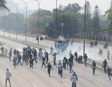Wenezuela. Zamieszki na ulicach Caracas. Pojazd opancerzony wjechał w tłum