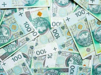 Trzy duże banki będą zwracały klientom opłaty za konta i karty