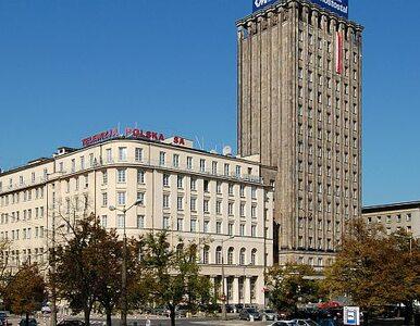 """""""Duma przedwojennej Warszawy"""" bez dachu. Prudential zalewa woda"""