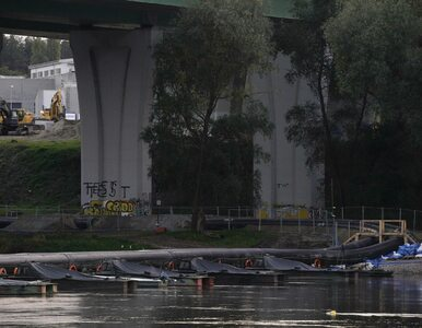Awaria kolektora Czajki. Most pontonowy na Wiśle trzeba będzie rozebrać....