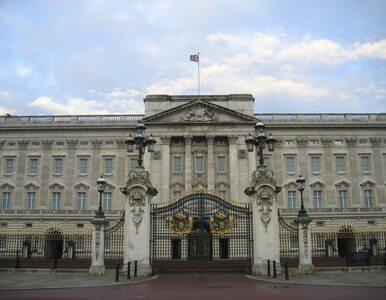 Królewski pokaz mody w Pałacu Buckingham