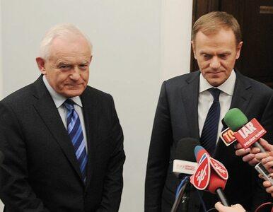 Polacy bardziej ufają Millerowi niż Tuskowi
