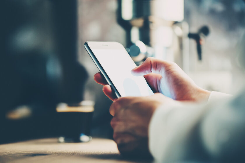 smartfon, telefon (zdj. ilustracyjne)