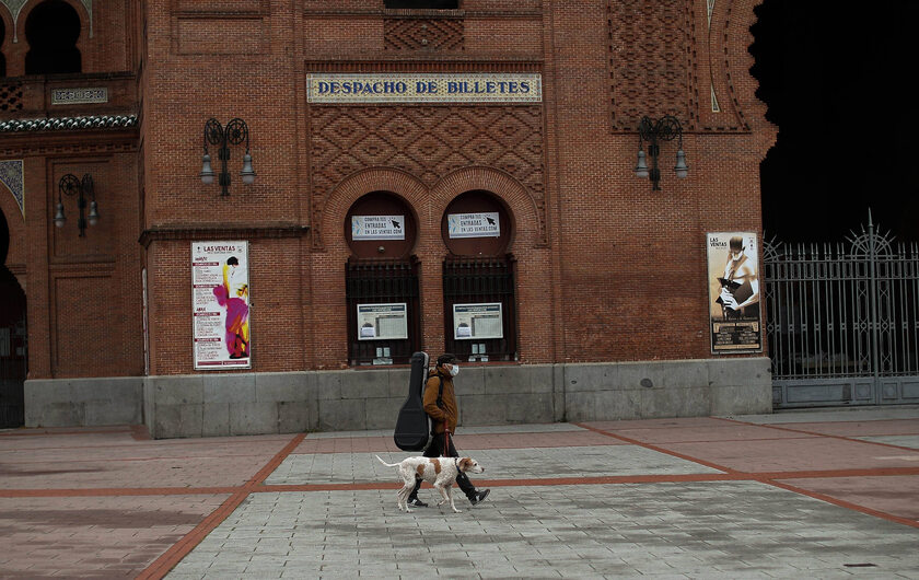 Przechodzień w Madrycie