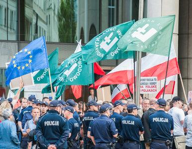 Kaczyński rozgrywa prawą ścianę