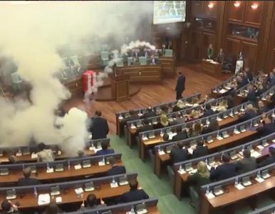 Opozycja rozpyliła gaz w parlamencie. Nie chciała dopuścić do ważnego...