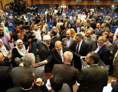 Egipt bez parlamentu. Islamiści protestują