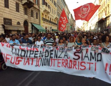 """""""Uchodźcy to nie terroryści"""". Tysiące osób protestowało w Rzymie"""