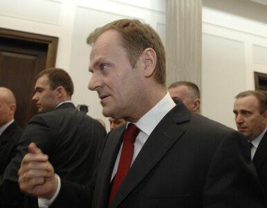 Polacy doceniają premiera, ale nie cenią rządu