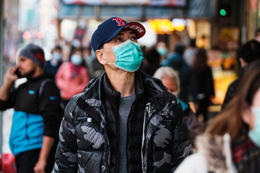 Mężczyzna na ulicy Hongkongu