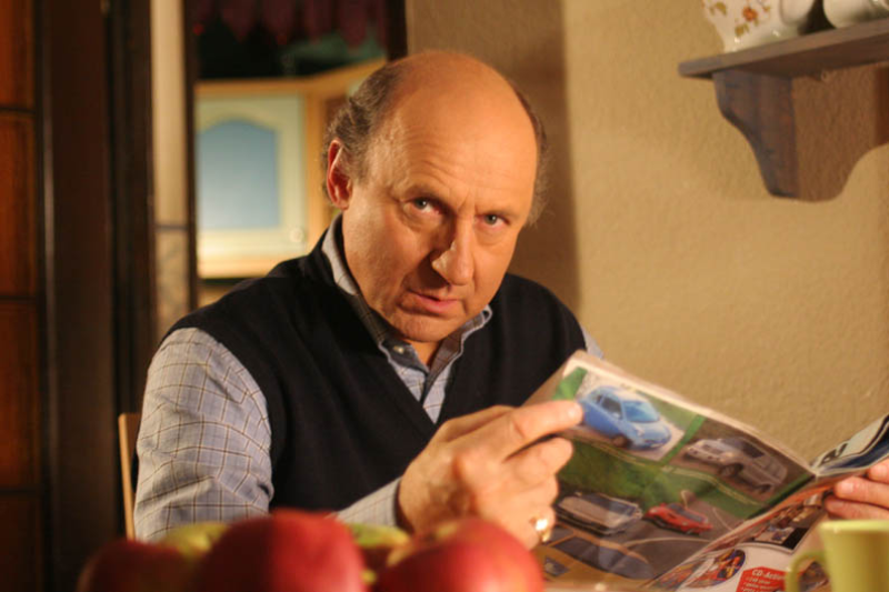 """Piotr Fronczewski jako Jacek Kwiatkowski w serialu """"Rodzina zastępcza"""""""
