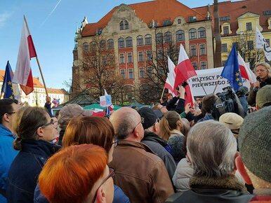 Poseł PiS o manifestacjach KOD: Ludzie protestują w obronie korupcji