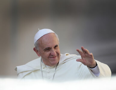 Piuskę Franciszka sprzedano za niemal 375 tys. zł