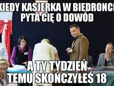 Andrzej Duda z dowodem w lokalu wyborczym. Zobacz najlepsze memy!