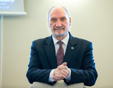 Szef MON odznaczył bohaterów Grudnia '70
