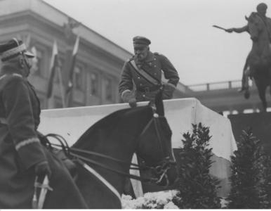 Defilady, pokazy lotnictwa i Józef Piłsudski. Zobacz, jak Święto...